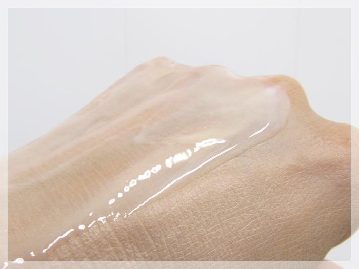 【フィトリフトホットクレンジングジェル】40代毛穴の汚れや角栓落とし 口コミレビュー CCクリームを塗った上にホットクレンジングを広げて落ち具合を見ている画像
