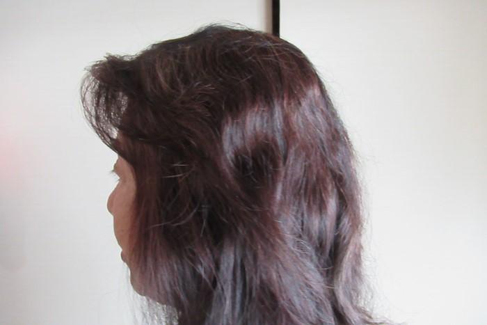 マイナチュレヘアーカラートリートメントで白髪を染めた1回目の髪の毛のようすの画像 70代の女性